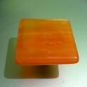 Bútorfogantyú/Bútorékszer Narancsvidék, Bútor, Otthon, lakberendezés, Fogantyú, Üvegművészet, 5 x 5 cm méretű, narancssárga Spectrum üvegből, kemencében olvasztott fogantyú fém gombon. Igény sz..., Meska