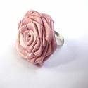 Púder rózsa gyűrű, Ékszer, Gyűrű, Talán az egyik legegyszerűbb rózsatípus, mégis nagyon mutatós! (Sok változata van - én így ..., Meska