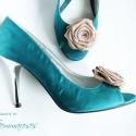 Bézs cipőklipsz , Dekoráció, Esküvő, Cipő, cipőklipsz, Bézs rózsa cipőklipsz   Kiváló minőségű szaténból készítettem, így a virágok egészen plasztikusak.  ..., Meska