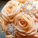 Barack rózsacsokor brossokkal, Esküvő, Dekoráció, Esküvői csokor, Ünnepi dekoráció, Megrendelhető barack csokor brossokkal - a brossok a készlet függvényében minimálisan eltérhet, ám ö..., Meska