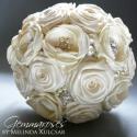 Vintage bross-csokor, Esküvő, Dekoráció, Esküvői csokor, Ünnepi dekoráció, Mindenmás, Virágkötés, Rendhagyó menyasszonyi csokor kézzel készült virágokkal, brossokkal, csipkével.   Elkelt, így megre..., Meska