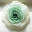 Átmenetes zöld rózsa, Ékszer, Ruha, divat, cipő, Bross, kitűző, Hajbavaló, Zöld és ekrü árnyalatú ez a rózsa.  Az egyenként formázott klasszikus szirmok tökéletes kiegészítői ..., Meska