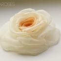 Átmenetes barack rózsa - kitűző/hajcsat, Ékszer, Bross, kitűző, Ennek a barack-ekrü, klasszikus rózsának minden egyes szirmát magam alakítottam, varrtam. (boltomban..., Meska