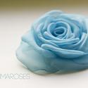 Kék rózsa , Ékszer, Esküvő, Bross, kitűző, Kék szirmok alkotják ezt a klasszikus rózsát. Minden szirmát magam alakítottam, hogy a lehető legmin..., Meska