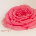 Pink rózsa, Ruha, divat, cipő, Hajbavaló, Hajcsat, A nyár igazán energikus divatszíne. Pink.    Szirmait egyenként alakítottam, varrtam, hogy a lehető ..., Meska