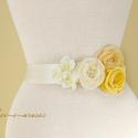 Szaténöv sárga rózsákkal, Ruha, divat, cipő, Esküvő, Öv, Varrás, Esküvői, alkalmi dekoröv. Ekrü alapon krém és sárga rózsák, illetve apró tört fehér virágok, melyek..., Meska