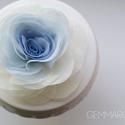 Átmenetes rózsa (kék) - bross/hajcsat, Esküvő, Hajdísz, ruhadísz, Ezt a rózsát kizárólag megrögzött romantikusoknak ajánlom! :-)  Belül kék, kívül ekrü.    Átmérője k..., Meska