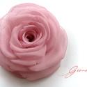 Rózsaszín  rózsa - kitűző/hajcsat, Esküvő, Ruha, divat, cipő, Hajbavaló, Hajcsat, Ennek a klasszikus formájú textil rózsának minden egyes szirmát magam alakítottam, varrtam.   Ideáli..., Meska