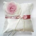 Gyűrűpárna átmenetes rózsával, Esküvő, Gyűrűpárna, Postázásra kész!  Szívből ajánlom ezt a gyűrűpárnát a klasszikus eleganciát kedvelő menyasszonyoknak..., Meska
