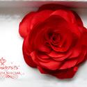 Piros stilizált rózsa - kitűző/hajcsat, Esküvő, Ruha, divat, cipő, Hajbavaló, Hajcsat, Ennek a stilizált formájú textil rózsának minden egyes szirmát magam alakítottam, varrtam.   Ideális..., Meska