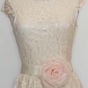 Szaténöv rózsaszín rózsával, Ruha, divat, cipő, Esküvő, Öv, Hatalmas rózsaszín rózsa ekrü szaténszalagon (10cm feletti átmérővel!)   Az ekrü szaténszalag masniv..., Meska