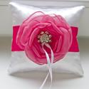 Mini gyűrűpárna  pink-fehér, Esküvő, Otthon, lakberendezés, Gyűrűpárna, Lakástextil, Párna, Modern gyűrűpárna készült megrendelés alapján: fehér-pink árnyalatban, mindössze 12cm oldalszélesség..., Meska