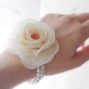 Gyöngysoros karkötő rózsával, Esküvő, Ékszer, Esküvői ékszer, Karkötő, Gumis alapra készül ez a rózsa-karkötő. (Barack-krém-ekrü)(Dupla gyöngysor.)  A rózsa mérete 7cm.   ..., Meska