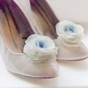 Átmenetes kék rózsa cipőklipsz, Esküvő, Cipő, cipőklipsz, Átmenetes kék-ekrü rózsa cipőklipsz.   átmérője kb 6-7cm.   Nagyon fontos, hogy valódi cipőklipsszel..., Meska