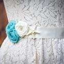 Szaténöv rózsákkal, tengeri csillaggal, Ruha, divat, cipő, Esküvő, Öv, Postázásra kész.   Türkiz és vanília virágok díszítik ezt az övet, melyet esküvőre, szalagavatóra, b..., Meska