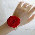 Gyöngysoros karkötő rózsával, Esküvő, Ékszer, Esküvői ékszer, Karkötő, Gumis alapra készül ez a rózsa-karkötő. A rózsa piros szaténból készült szirmonként. (Dupla gyöngyso..., Meska