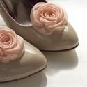 Orgonalila rózsa cipőklipsz, Esküvő, Cipő, cipőklipsz, Varrás, Ékszerkészítés, Barackos rózsaszín cipőklipsz   Ennek a klasszikus rózsának az átmérője kb.  6cm.    Nagyon fontos,..., Meska