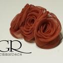 Piros rózsa fejdísz, Esküvő, Hajdísz, ruhadísz, 3 rózsa aligátor-hajcsipeszen.  szélessége kb. 5cm hossza 8cm, Meska