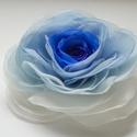 Átmenetes rózsa (kék) - bross/hajcsat, Esküvő, Hajdísz, ruhadísz, Kézzel szabott és varrt GEMMAROSES-rózsa.  Belül kék, kívül ekrü.    Átmérője kb. 9-10cm.  Hátoldalá..., Meska