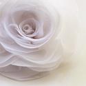 Fehér stilizált  rózsa - kitűző/hajcsat, Esküvő, Ruha, divat, cipő, Hajbavaló, Hajcsat, Ennek a stilizált formájú textil rózsának minden egyes szirmát magam alakítottam, varrtam. (Ekrü vál..., Meska
