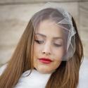 Mini fátyol, Esküvő, Hajdísz, ruhadísz, Kiváló minőségű, leheletfinom tüllből készült  fátyol, melyet fém fésűvel lehet a  frizurába rögzíte..., Meska