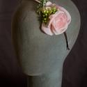 Virágos hajpánt 2., Dekoráció, Esküvő, Hajdísz, ruhadísz,  Rózsaszín virágos hajpánt fém alappal.  Egyedi darab.  Postázásra kész., Meska