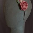Virágos hajpánt 3., Dekoráció, Esküvő, Hajdísz, ruhadísz,  Rózsaszín virágos hajpánt fém alappal.  Egyedi darab.  Postázásra kész., Meska