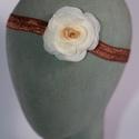 Virágos hajpánt 10., Dekoráció, Esküvő, Hajdísz, ruhadísz,  Bézs-ekrü virágos hajpánt gumis alappal kislányoknak. Egyedi darab.  Postázásra kész., Meska