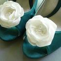 Esküvői cipőklipsz tollal - rendelhető, Esküvő, Cipő, cipőklipsz, Fehér vagy ekrü cipőklipsz gyönggyel. (A megrendelés leadásakor legyél kedves meghagyni a megjegyzés..., Meska
