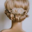 Virágos menyasszonyi fésű, Esküvő, Hajdísz, ruhadísz, Kézzel varrt virágokból készül ez a menyasszonyi fésű, ami egyedi színben is megrendelhető.   ******..., Meska