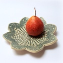 Kínáló tál  türkiz csipkemintával, Konyhafelszerelés, Tálca, Kerámia, Fehér agyagból laptechnikával készült csipkenyomatos tál, ami kiválóan alkalmas gyümölcs vagy egyéb..., Meska