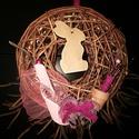 Pink Tavaszi kopogtató, Dekoráció, Húsvéti díszek, Otthon, lakberendezés, Ünnepi dekoráció, Kis méretű fonott koszorú (15cm). Minimál rózsaszín díszítéssel.Húsvét váró ajtó kopog..., Meska