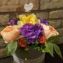 Természetesen kellemes, Anyák napja, Ballagás, Dekoráció, Esküvő, Mindenmás, 25 cm es dobozt díszítettem,színes selyemvirágokkal. A dobozt egy natúr szalaggal öleltem körbe.Let..., Meska
