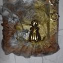 Angyalka bibliával , Képzőművészet, Szobor, Textil, 21 cm x 21 cm es textilkép fa keretben.  Az angyalka porcelán.  Lágyan fodrosnak tűnik a textil,..., Meska