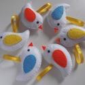 Fehér madárkák 6 db-os csomag, Dekoráció, Baba-mama-gyerek, Húsvéti apróságok, Gyerekszoba, Kedves kis tavaszi madárkák fehér alapon színes szárnyakkal.  Szeretettel ajánlom a lakás bá..., Meska