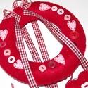 Valentin napi piros, szívecskés  ajtódísz, Dekoráció, Otthon, lakberendezés, Ajtódísz, kopogtató, Egy kis Valentin napi kedvesség-nem csak Valentin napra...:) Élénk piros filcből, kézzel varrt ..., Meska