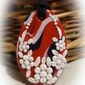 Adél -medál tengerész színekben, Ékszer, Medál, Többszínű alapon- piros, fehér, sötétkék- fehér virágos medál, saját ötlet alapján, kizárólag kézzel..., Meska