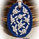Kékfestő  - medál, Ékszer, Medál, Gyurma, Kék alapon kedves fehér virágos medál, saját ötlet alapján, kizárólag kézzel készült egyedi kézműve..., Meska