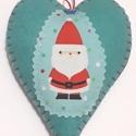 Mikulás szív,  szívecske dekoráció, türkiz, Dekoráció, Ünnepi dekoráció, Karácsonyi, adventi apróságok, Mikulást ábrázoló szív filcből, designer pamutvászon rátéttel. Háta egyszínű, minta nélkül. Flízzel ..., Meska