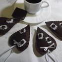 Csokiszív kávéval, Dekoráció, A csoki é kávé szerelmeseinek! Barna szív kávébabbal, fehér selyemszalaggal.Puha vatelinnel tömve. A..., Meska