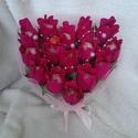 Bon bon szív krepp rózsával, Dekoráció, Szerelmeseknek, Csokor, Krepp papírból készítettem rózsabimbót, aminek a közepébe Raffaello került.Szív alakú ala..., Meska