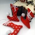 Piros manó csizmák, Dekoráció, Ünnepi dekoráció, Karácsonyi, adventi apróságok, Karácsonyfadísz, Varrás, Manó csizmák piros színű, különböző mintás anyagból, csipkével díszítettem. Apró ajándéknak, karács..., Meska