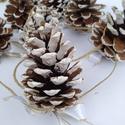 Toboz girland, Dekoráció, Karácsonyi, adventi apróságok, Ünnepi dekoráció, Karácsonyfadísz, Tobozokat havasra festettem, aranyszegélyű fehér selyem szalagokból masnit kötöttem rájuk, ra..., Meska