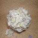 Hófehér ragyogás, Esküvő, Esküvői csokor, Virágkötés, Fehér habrózsából és fehér lepke orchideából kötöttem a csokrot. Az orchidea közepe halvány krém sz..., Meska