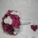Orchidea menyasszonyi csokor, Esküvő, Esküvői csokor, Virágkötés, Püspöklila és fehér selyem orchideákból kötöttem a csokrot. A virágokat fehér organza öleli körül. ..., Meska