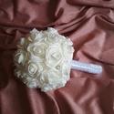 Menyasszonyi csokor, extra gömb, Esküvő, Esküvői csokor, Fehér habrózsából készítettem gömbcsokrot, fehér gyönggyel, virág alakú strasszokkal díszítettem. Vő..., Meska