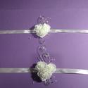 Csuklódísz esküvőre, drótos, Esküvő, Esküvői dekoráció, Esküvői ékszer, Hajdísz, ruhadísz, Fehér mini habrózsából készítettem a díszt, ezüst dekor dróttal díszítettem, gyöngyöt, ..., Meska