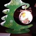 Gömb tartó fenyőfa, Dekoráció, Ünnepi dekoráció, Karácsonyi, adventi apróságok, Karácsonyi dekoráció, Decoupage, transzfer és szalvétatechnika, A fenyőfa alakú gömbtartót szalvéta technikával díszítettem. Maga az alap fából van. A gömb hungaro..., Meska