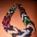 Színes nyakék, Ékszer, Nyaklánc, Kása gyöngyből készített kis karikákból összefűzött színes nyakék, melyben minden másod..., Meska