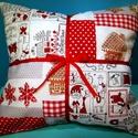 Gigush Design karácsonyi mintás patchwork jellegű piros díszpárna, Egyedi karácsonyi mintás díszpárna. Mérete: 3...
